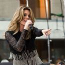 Shania Twain – Performs on NBC Today Show Summer Concert Series in NY - 454 x 376