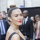 Mandy Moore – Arriving at Vogue Dinner Party in Paris - 454 x 303