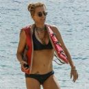 Tea Leoni in Bikini on holiday in Barbados - 454 x 814