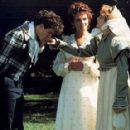 Remando al viento (1988) film still frames - 375 x 287