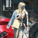 Emma Roberts – Out for a iced drink in Los Angeles