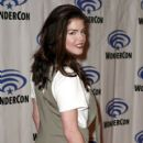 Marie Avgeropoulos- WonderCon 2019 - Day 3 - 400 x 600