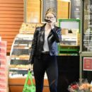 Rosie Huntington Whiteley – Shopping in Los Angeles - 454 x 443