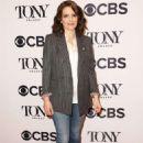 Tina Fey – 2018 Tony Awards Nominees Photocall in New York - 454 x 681