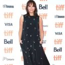 Rashida Jones – 'Quincy' Premiere – 2018 Toronto International Film Festival - 454 x 671