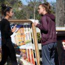 Britney Spears buys roadside artwork, flashes rear, soccer mom