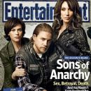 Charlie Hunnam, Katey Sagal, Maggie Siff - Entertainment Weekly Magazine Cover [United States] (21 October 2013)