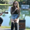 Hailee Steinfeld – Performs at The Hyde Away in Thermal - 454 x 621