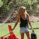 Heidi Klum Out In A Park In Brentwood