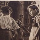 Natalya Zashchipina - Film Magazine Pictorial [Poland] (1 April 1949) - 454 x 288