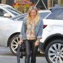 Hilary Duff Out for a Sushi Dinner in Beverly Hills - 454 x 593