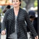 Yasmine Bleeth was spotted in Hollywood on Saturday 2/7, in sneakers and work-out pants taking a stroll with her husband, Paul Cerrito - 306 x 666