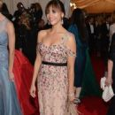 Rashida Jones' Jubilant Night at the 2012 Met Ball - 454 x 726