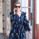 Reese Witherspoon at Brentwood Country Mart - 454 x 573