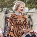 Helen Mirren and Jane Fonda walk the runway at PFW for L'Oreal Paris