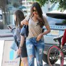 Sofia Vergara Shopping In Beverly Hills - 454 x 681