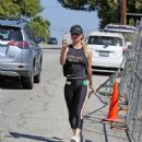 Kaley Cuoco – Hits the gym in LA - 454 x 520