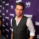 Actor James Marsters attends the EW and SyFy party during Comic-Con 2010 at Hotel Solamar on July 24, 2010 in San Diego, California - 406 x 594