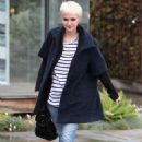 Ashlee Simpson-Wentz - Ashlee Simpson walking in the rain in Beverly Hills - February 25, 2011