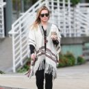 Hilary Duff running errands Out in Los Angeles October 17, 2016 - 454 x 595