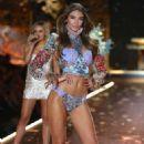 Lorena Rae – 2018 Victoria's Secret Fashion Show Runway in NY - 454 x 750