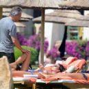 Elisabetta Gregoraci Shows Off Her Bikini Body - 454 x 332