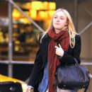 Dakota Fanning: grab dinner with friends in New York City