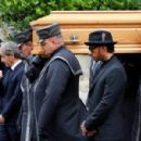 Lewis Hamilton joins Formula 1 legends and Arnold Schwarzenegger for Niki Lauda's funeral - 454 x 300
