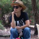 Natalie Portman – Spotted at a Park in Sydney