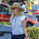 Reese Witherspoon – Shopping At Pacific Palisades - 454 x 680