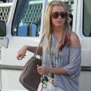Ashley Tisdale: Lunch with a Gal Pal!
