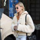 Hailey Bieber – Leaves Nine Zero One hair salon in Los Angeles