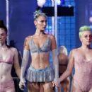 Bella Hadid – Savage x Fenty Fashion Show in New York - 454 x 322