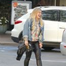 Hilary Duff Out for a Sushi Dinner in Beverly Hills - 454 x 570
