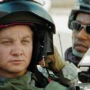 JEREMY RENNER and ANTHONY MACKIE star in THE HURT LOCKER. Photo: Courtesy of Summit Entertainment