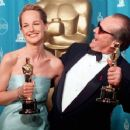Helen Hunt and Jack Nicholson At The 70th Annual Academy Awards (1998) - 454 x 371