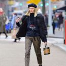 Devon Windsor – Sells Cookies for Kids with Cancer in New York - 454 x 558