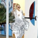 Christina Aguilera – Out in Los Angeles - 454 x 536