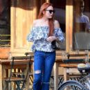 Lindsay Lohan in Jeans with friend out in New York City - 454 x 607