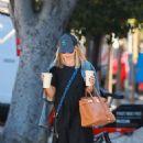 Sarah Michelle Gellar at Blue Bottle Coffee in Santa Monica - 454 x 681