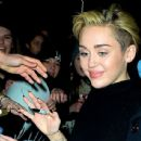 Miley met fans outside of Madison Square Garden in NYC after her Jingle Bell Ball performance