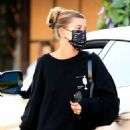 Hailey Bieber – Meeting up with Justin Bieber for lunch at Il Pastaio in Beverly Hills