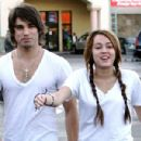 Random photos of Miley Cyrus, Justin Gaston - 421 x 301
