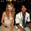 Joseph Jonas and Taylor Swift - 454 x 453