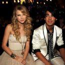 Joseph Jonas and Taylor Swift - 454 x 453