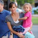 Jennifer Garner And Violet Go Have Dinner With Her Alias Costar Victor Garber In LA - August 23 2009