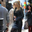 "Jennifer Aniston on the set of ""Wanderlust"" in NYC (November 18 2010)"