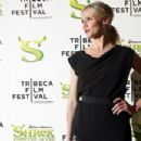 Cameron Diaz Poses For Photographers As She Arrives At The Premiere Of