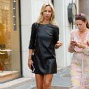 Lady Victoria Hervey – Arrives at Giorgio Armani Fashion Show in Milan - 454 x 681